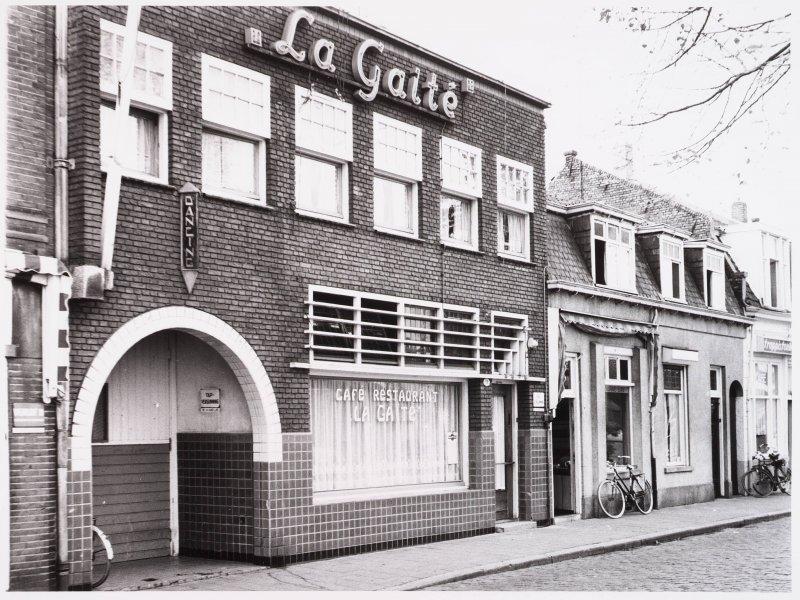 "Piusplein 19 Tilburg, café ""La Gaité"""