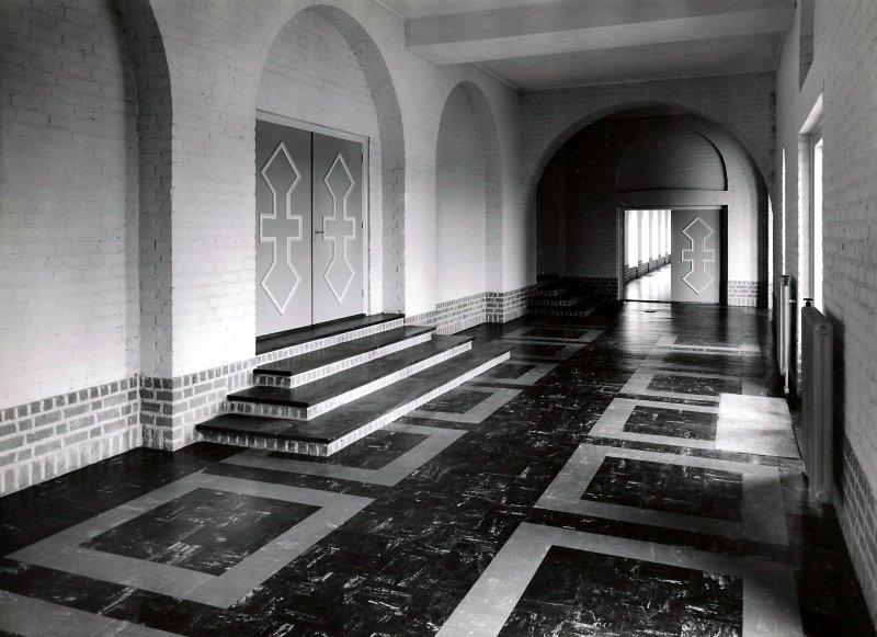 Gang in het voormalig Kruisherenklooster Amersfoort 1957. Nu: Leerhotel het Klooster.