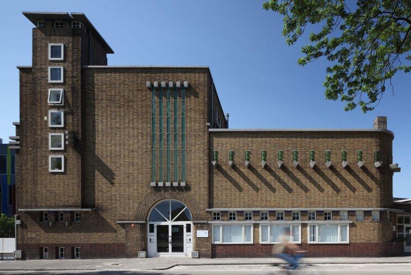 Piushaven 1 Tilburg. Foto Bart van Hoek. De voormalige meelfabriek van NV A.C. van Loon.