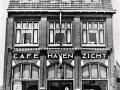 """Piushaven 22 Tilburg. Café """"Havenzicht"""" zoals het er in 1941 uit zag. Nu heet het café """"Burgemeester Jansen""""."""