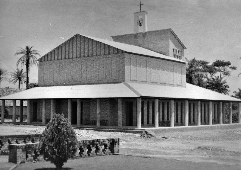 Kerk op de missiepost in Bondo, Congo, 1961