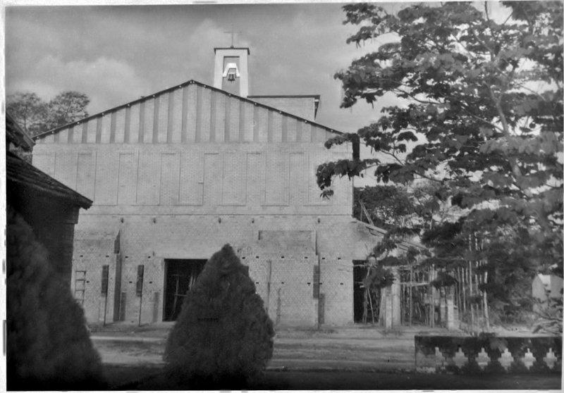 Kerk Bondo, Congo, in aanbouw, 1960