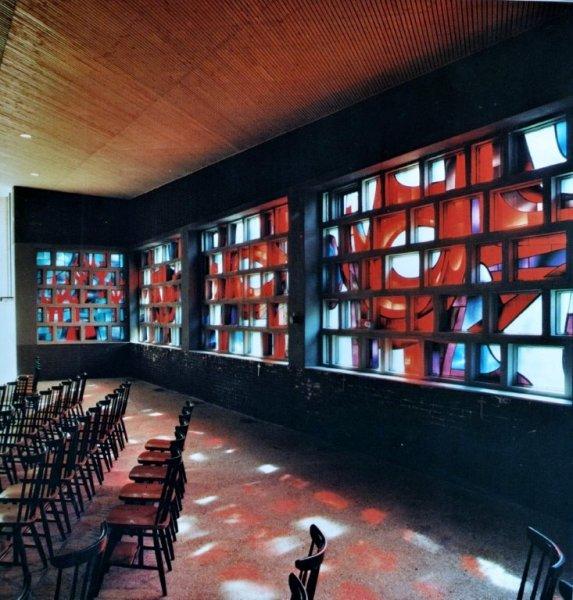 Glas in betonwand Jan Dijker, Sint Maartenskerk Tilburg
